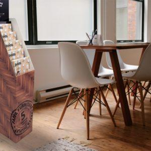 オフィス内で使用しているカタログスタンドの使用例