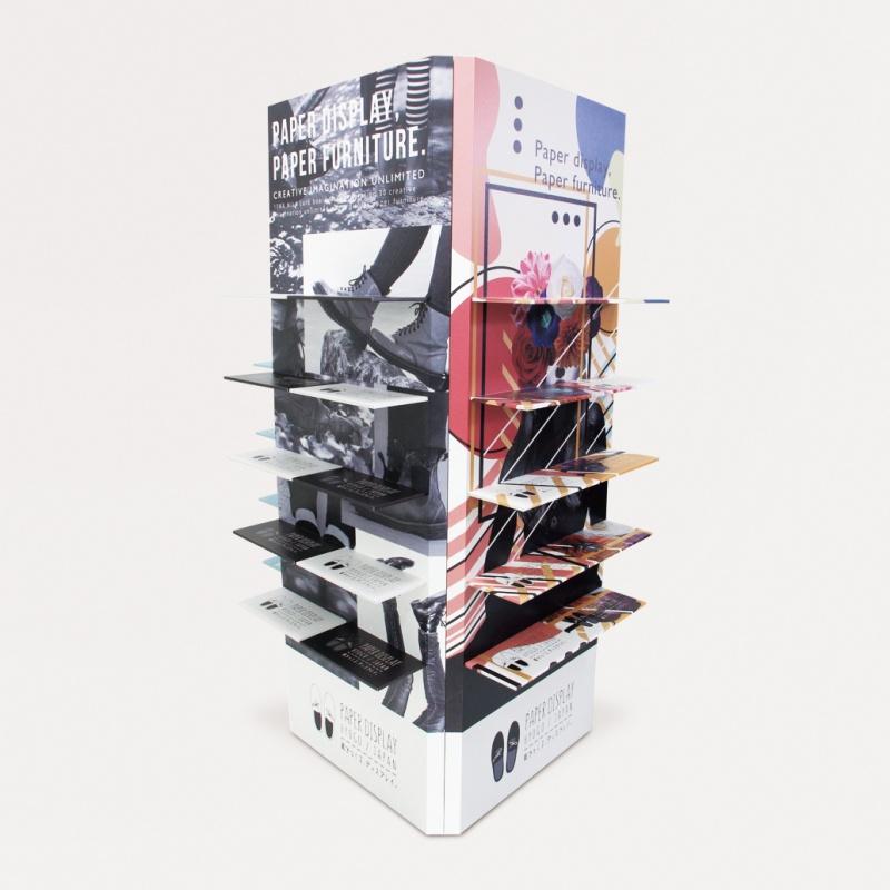 四角柱に棚が付いているタワーシェルフ