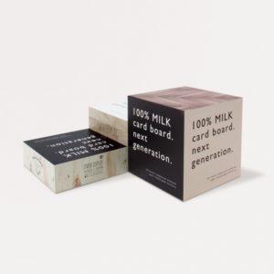 3種類の高さが違う紙製のブロックディスプレイ